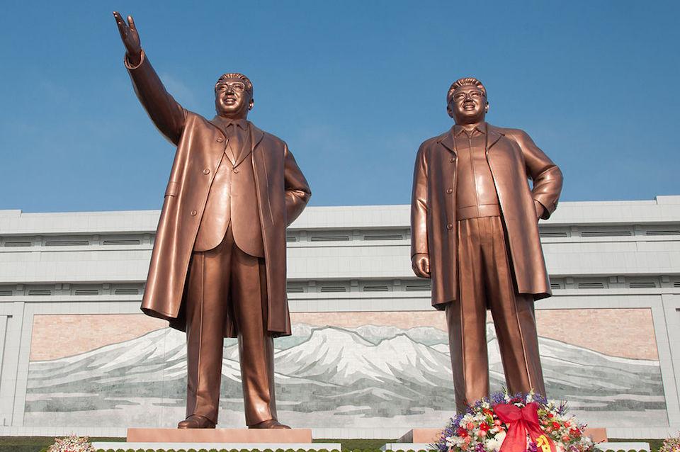 Kim Jong-Un Photoshop contest - Statues of Kim Il-Sung and Kim Jong-Il